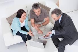 Choisir sa mutuelle senior: courtier ou comparateur en ligne ?