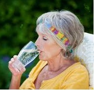 Dangers de la canicule pour les seniors: risques et préventions